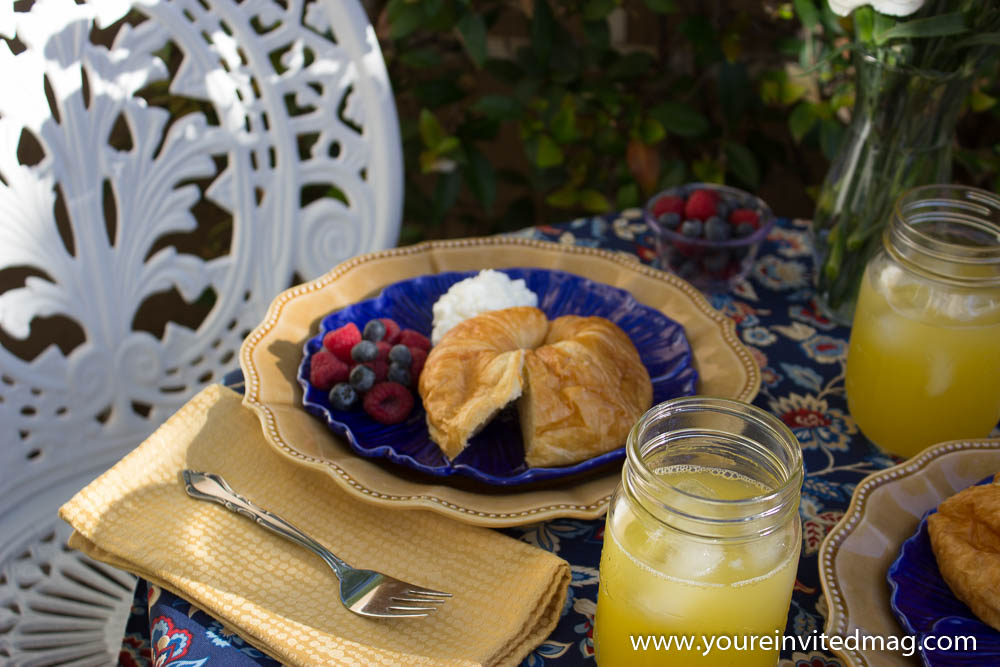 Breakfast in courtyard